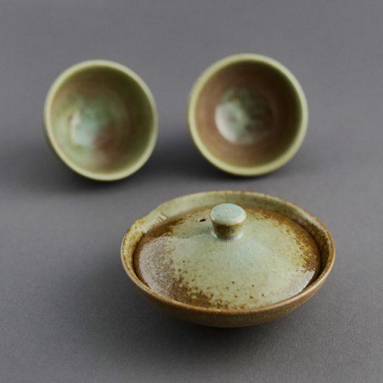 Teeschalen #2050 und Kanne #2080 von NARIEDA aus Kirishima